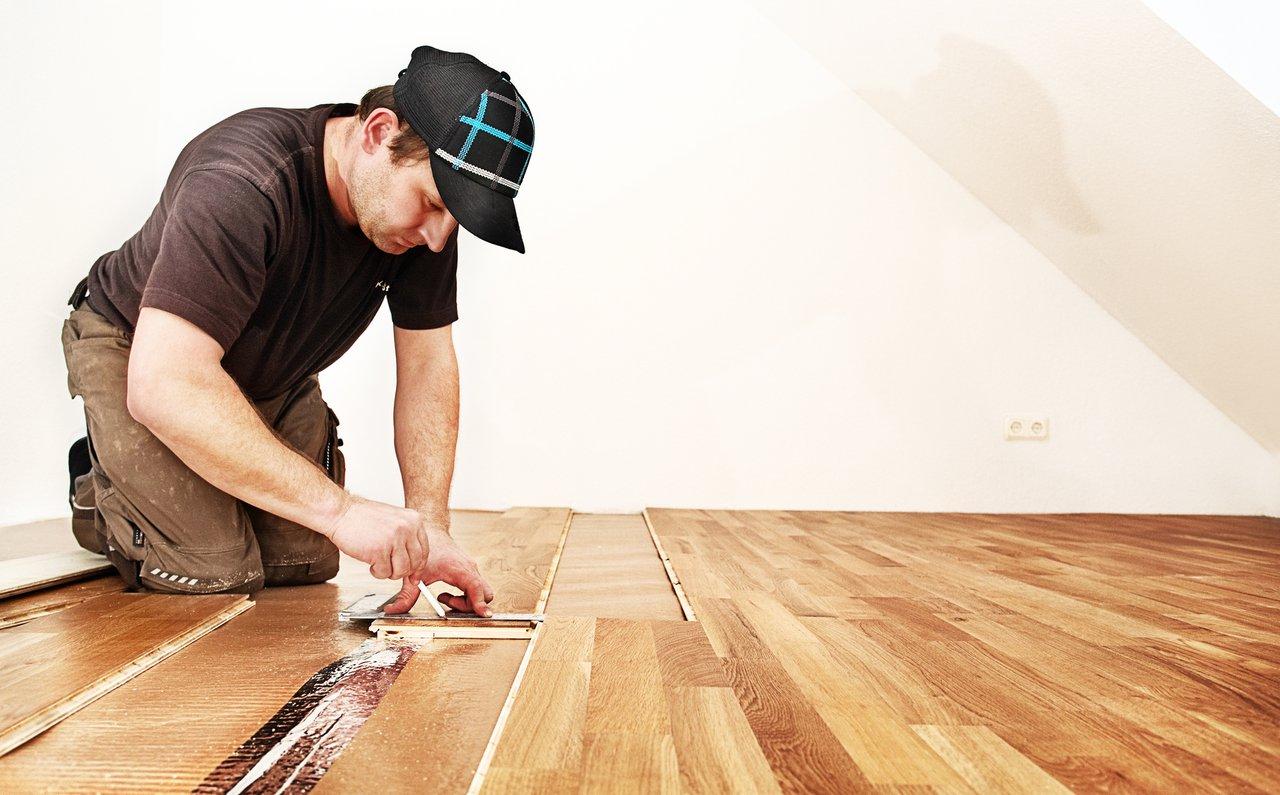 laminatboden sch ne b den schnell und sauber verlegt maler klotz. Black Bedroom Furniture Sets. Home Design Ideas